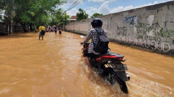 Cara Mudah Memperbaiki Motor Pasca Terendam Banjir, Bisa Dilakukan Sendiri