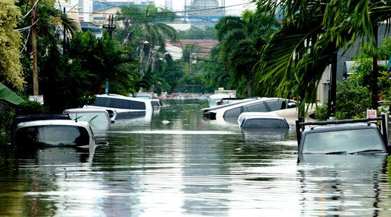 Mobil Terkena Banjir, Ini Langkah Klaim Asuransinya